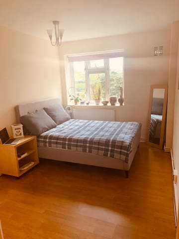 STYLISH SPACIOUS PRIVATE ROOM EAST LONDON