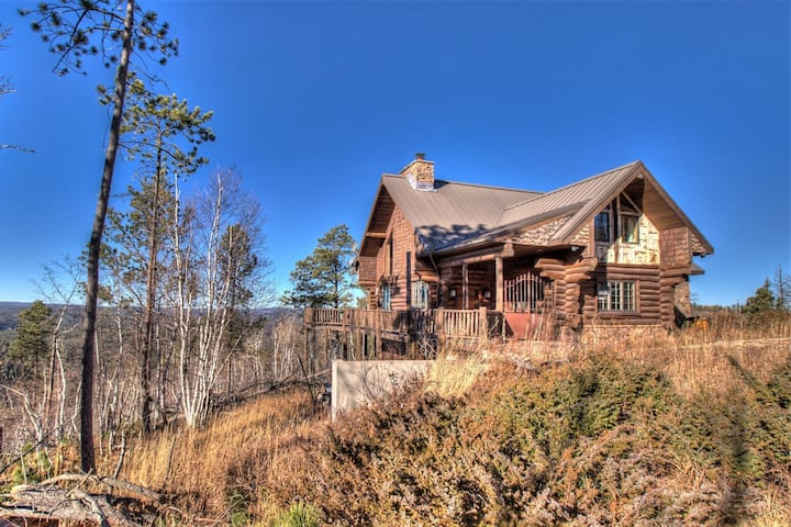 Stone Lodge-Secluded cabin by Terry Peak with bar, amazing views!