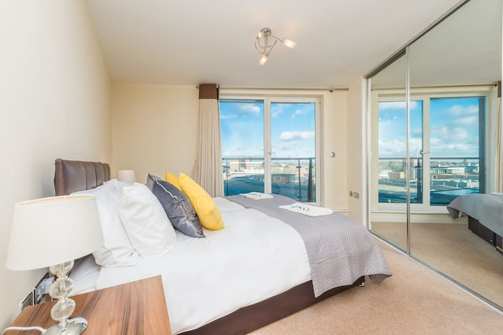Royal Tower, 2 bed, Stone's Throw To Station