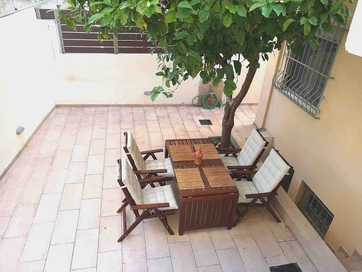 Beautiful private house with garden 2' from Metro