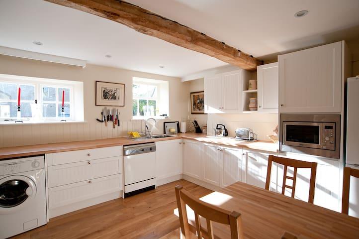Lower Barn Cottage nr Bibury. - Winson - House
