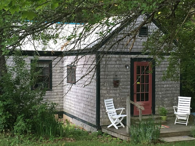 Private cabin on Dorolenna Farm. - Montville - Huis