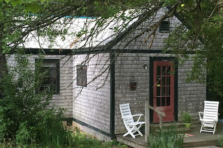 Cozy, private cabin on organic farm - Montville