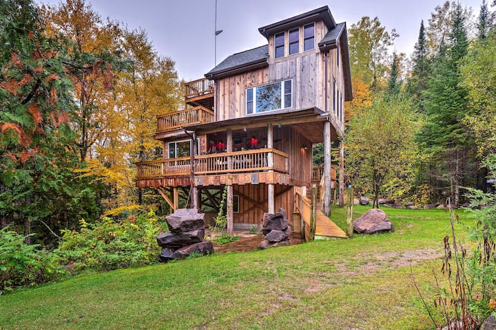 'Eagle's Nest' Mountain Eco-Home Near Oconto River
