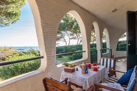 12 STEPS TO THE BEACH: Villa Porto Columbu - Porto Columbu-Perd'e Sali