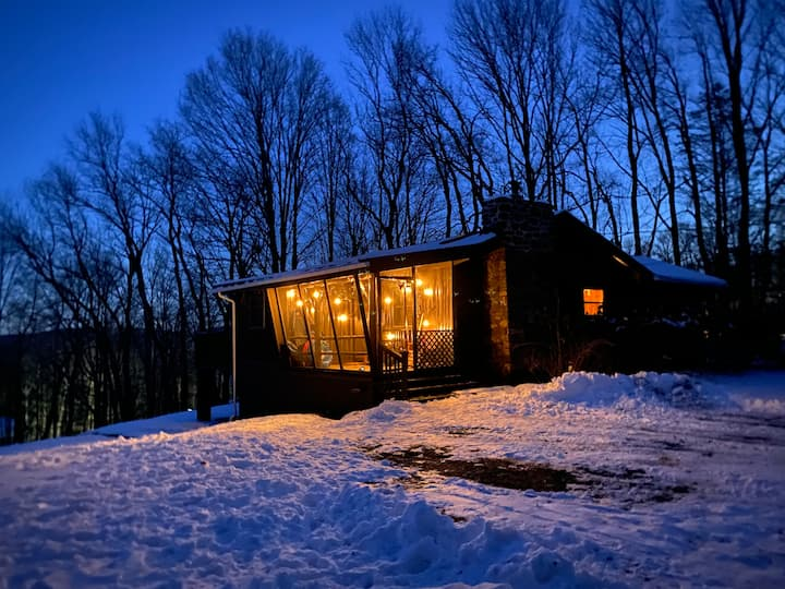 Hilltop hideaway Entire cabin over 2 acres Poconos