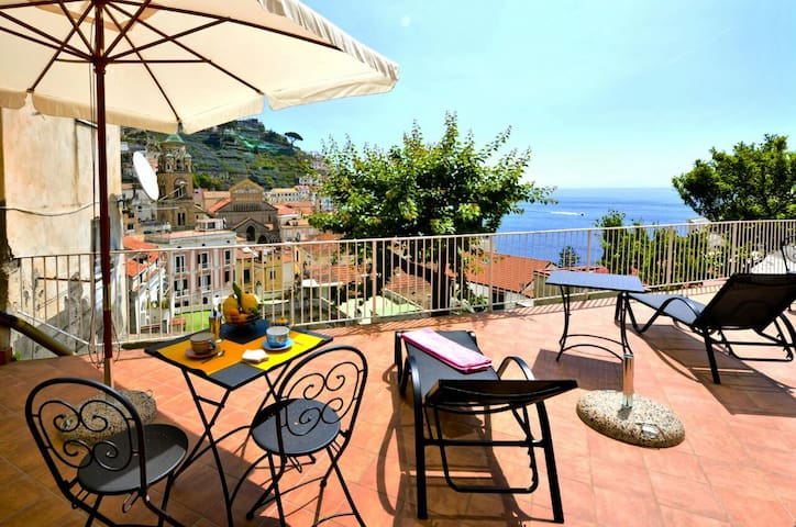 """THE NEST ROOM"" PANORAMIC IN THE HEART OF AMALFI"