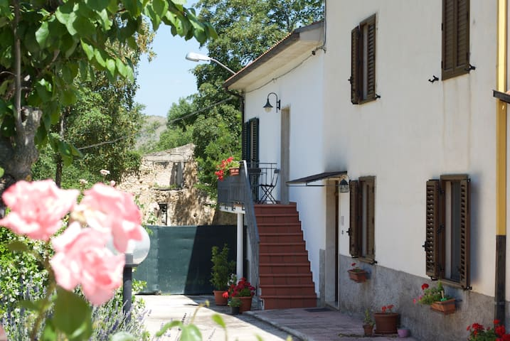 Modern apartment country setting. - Sulmona - Daire