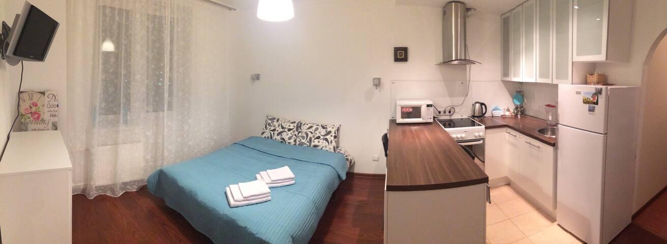 Уютная студия в новом доме. - Sankt-Peterburg - Appartement