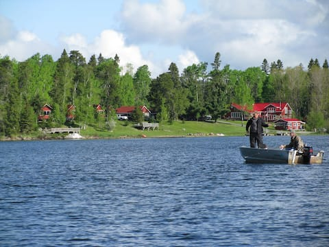 Lakeside Cabin #1 at Vermilion Bay Lodge, Eagle Lk