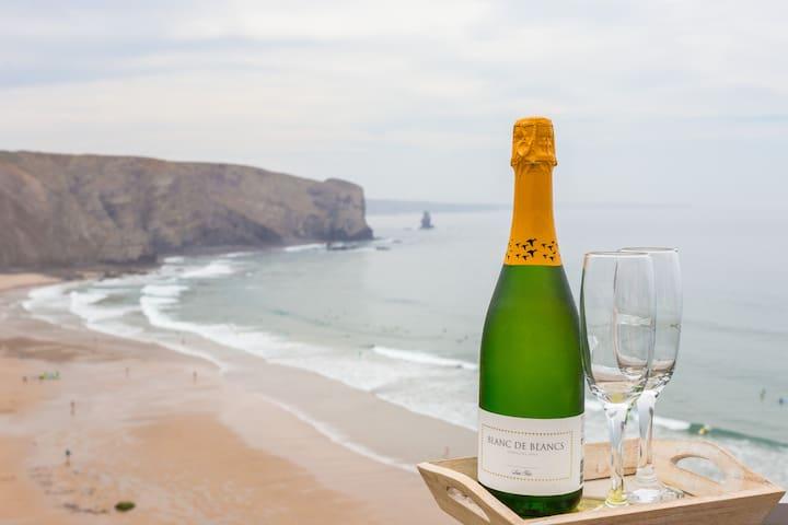 Praia da Arrifana, Casa César