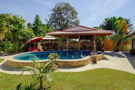 Friendly Poolhouse - 7min to the beach