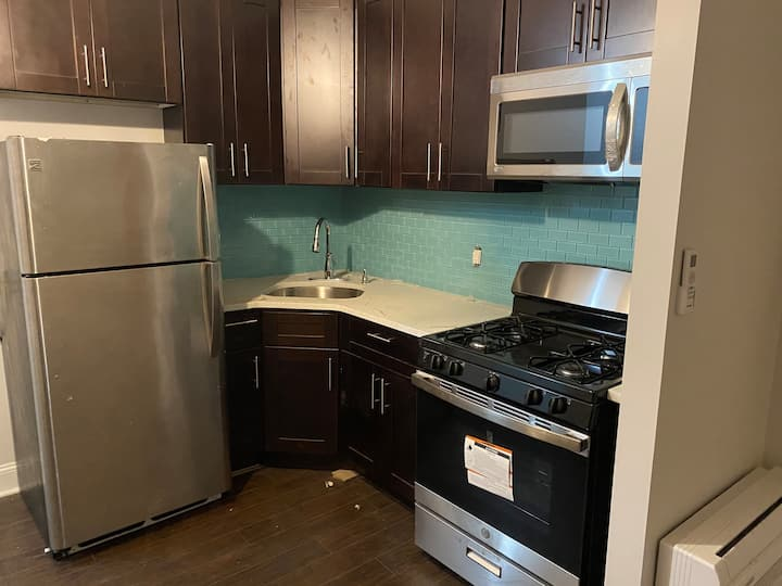 Large ROOM in a 2 bedroom apartment