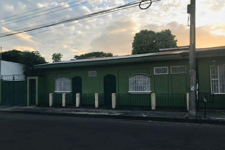 Hospedaje Anita Centro de Liberia Precio Cómodo