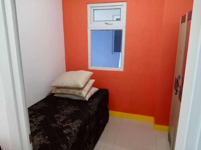 Coliving Apartemen Green Pramuka Room 2