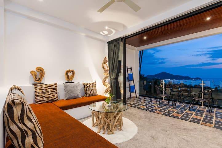 Large seaview apartment very close to Sairee beach