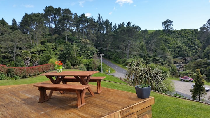 A slice of Kiwi paradise in the Lower Kaimai's