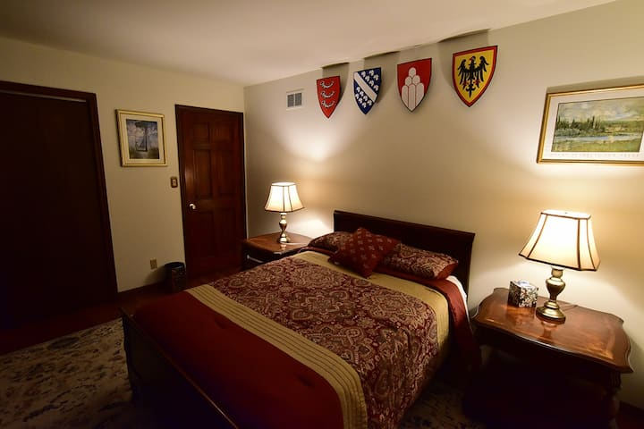 Camelot Bed & Breakfast, Sir Percival's Room
