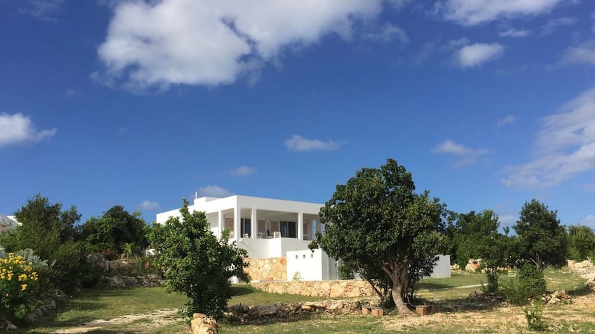 Cosy new villa w/ swimming pool,5 mins from beach