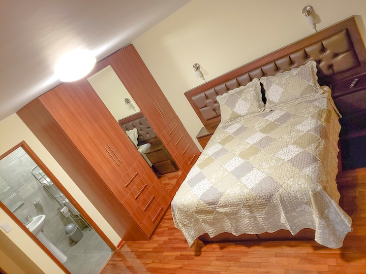Bedroom with private Bathroom 4