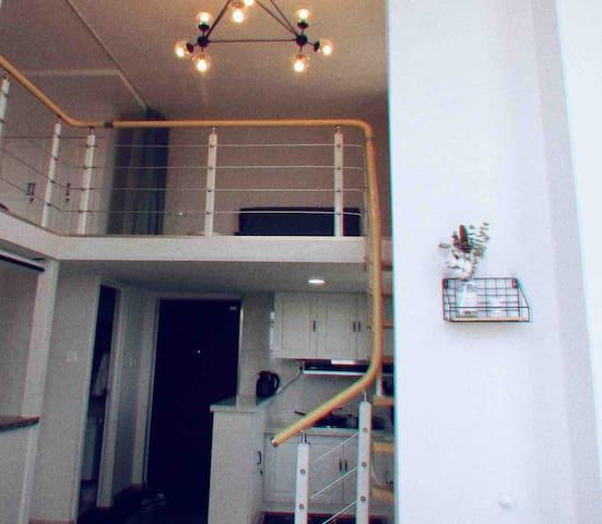 【夏荼·民宿】loft海景公寓,紧邻海边,南邻海洋馆、东夷小镇、位于旅游山海天旅游中心位置