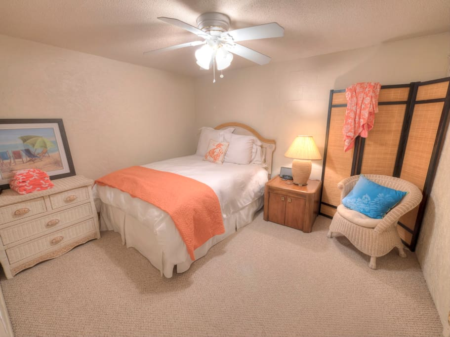 """The """"Cave"""". Bedroom 2- great for those who love to sleep!"""