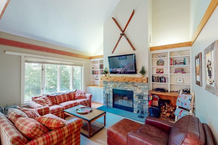 Two-story resort retreat w/balcony, gas grill, mountain views, & wood fireplace
