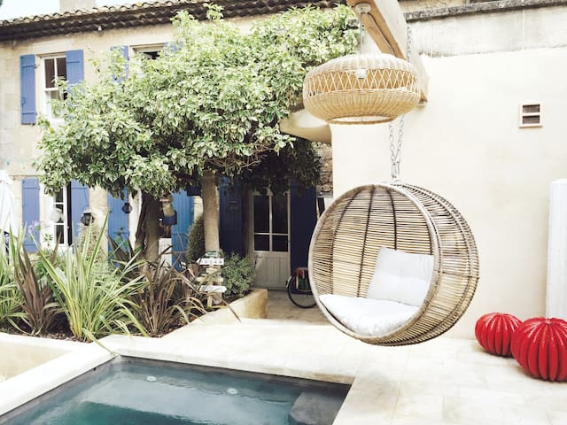 LA MAISON DE JULES piscine et jardin centre ville