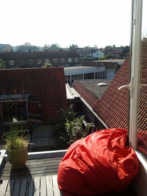 Het Balkon bij mooi weer / the balcony on a sunny day