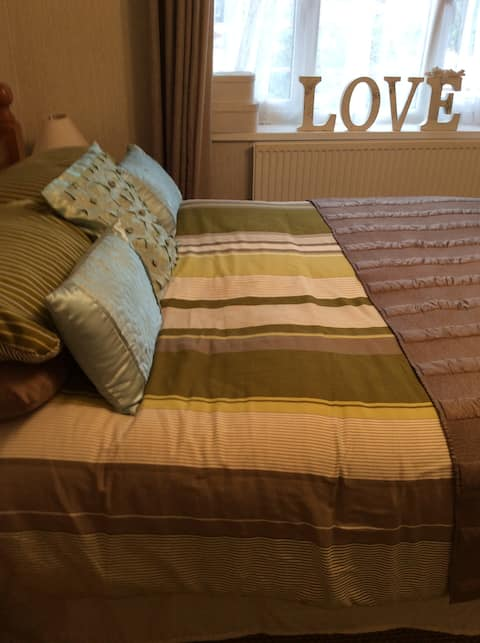 Stepauls 3,one double bed in room