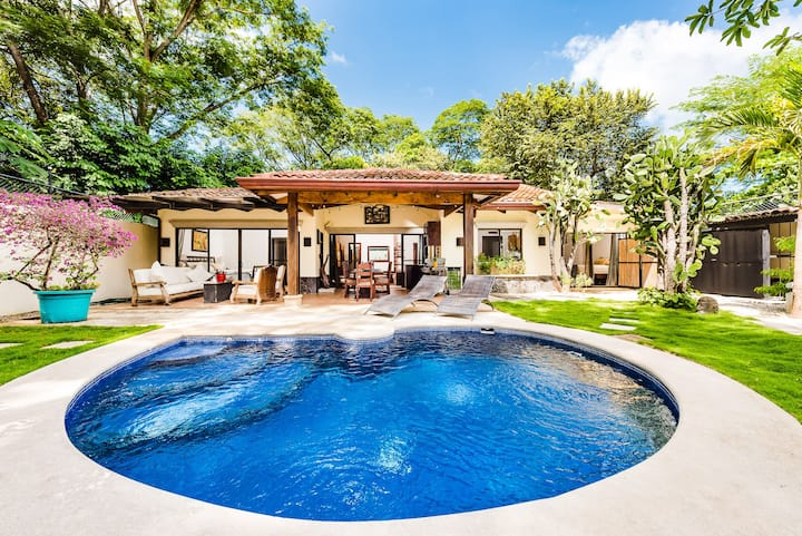 Tropical House Close To Everything and 8-Minute Walk to the Best Beach!