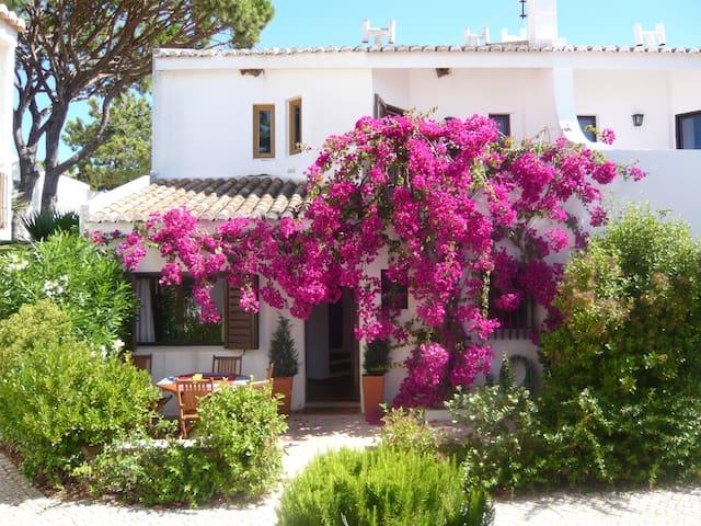 Sunny, warm villa by the beach - Faro - Maison