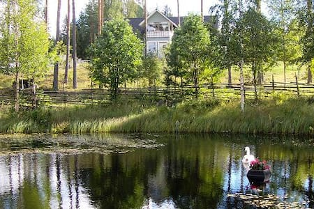 Tilava kesäkoti järven rannalla Hämeessä