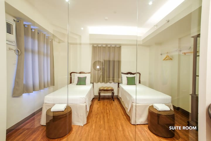 Suite for 4, MySpace @BGC stay with free parking