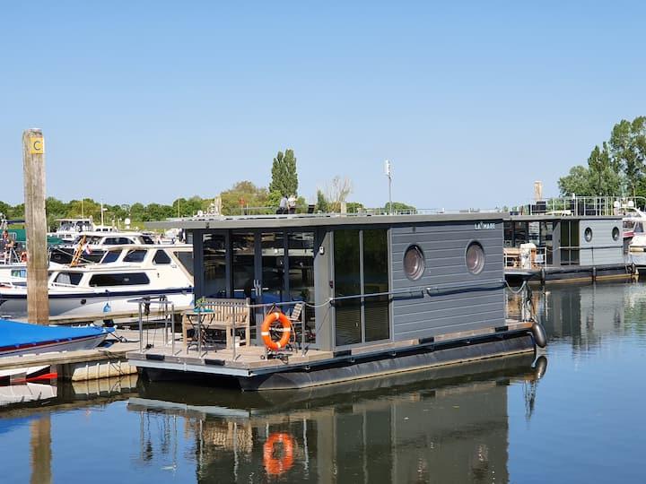 Houseboat Lucky: drijvend vakantiehuis in Hattem