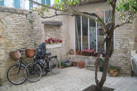 maison typique de village - La Couarde-sur-Mer