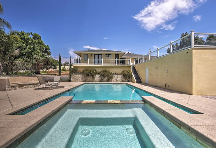 NEW! Cozy Oceanside Studio w/ Pool, 2 Mi to Beach!