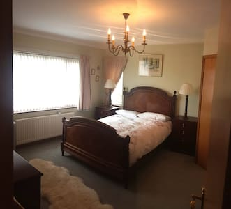 Bright Double Bedroom with En-suite - Bangor