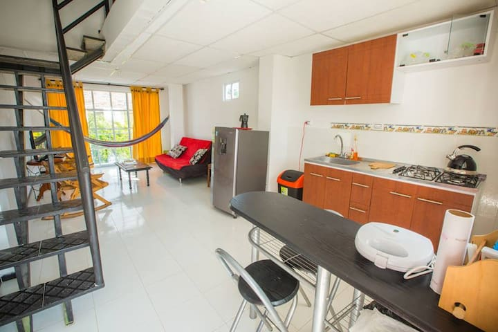 Cozy apartment 10mins to the old town and airport.