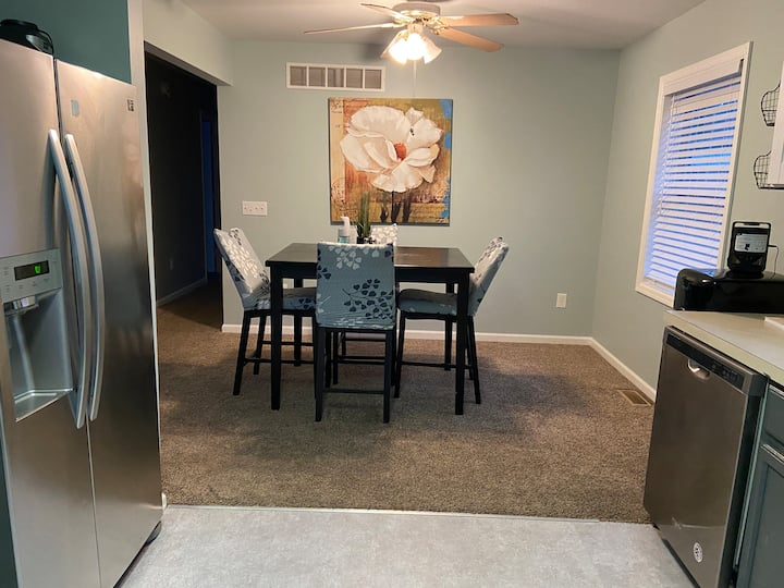 Cozy, Winter Family Stay near Camelback; Free Wifi