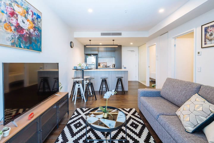 Sophisticated 2 Bed Apt in a Brand New Building