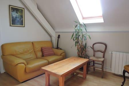 chambres de 18 et 23 m2  avec salon privatif. - Hus