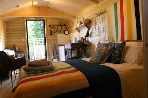 ''Cosy Well Appointed Lodge in a Village Setting''