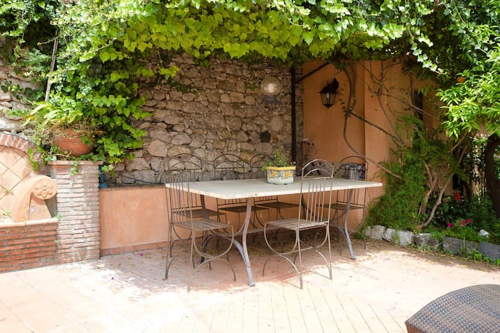House with 4 bedrooms in Taormina, with wonderful city view, furnished terrace and WiFi - 4 km from the beach