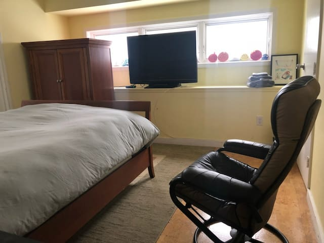 Room also has TV and closet space