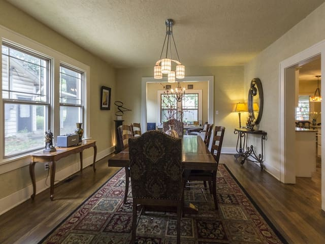Historic Craftsman Minutes From Downtown