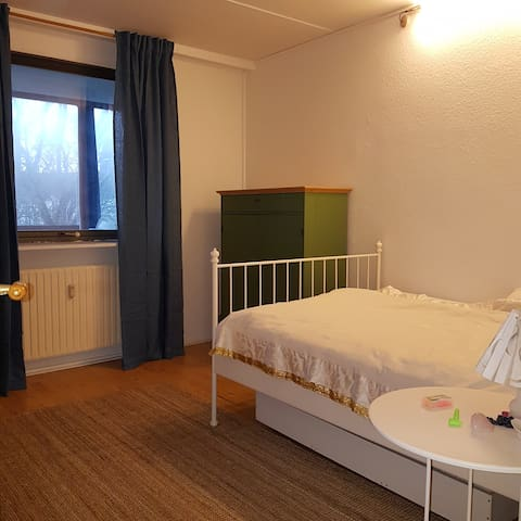 12km2 værelse nær hyggeligt kvarter.