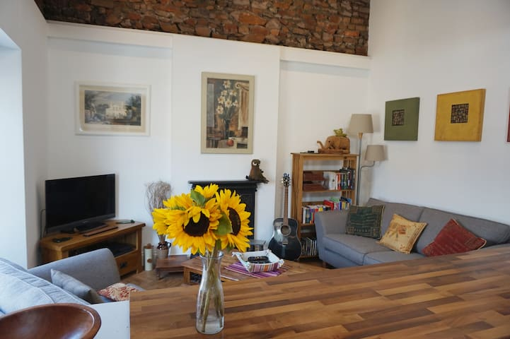 Modern loft apartment Cliftonwood, Bristol