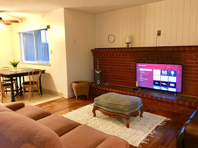 Cozy 2bd Apartment by CSUS & Cal Expo