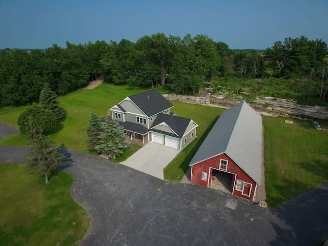 Beautiful 5 bedroom 4.5 bath home in Cape Vincent - Cape Vincent
